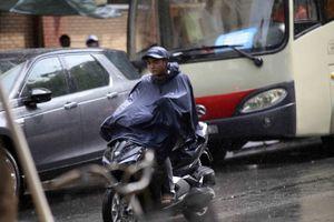 Trung tâm TP.HCM bất ngờ đón cơn 'mưa vàng' giải nhiệt