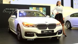 Ảnh chi tiết BMW 740Li M Sport