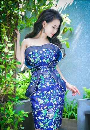 Hoa hậu Sương Đặng khéo khoe ngực tròn quyến rũ