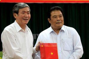 Trao quyết định của Bộ Chính trị, Ban Bí thư về công tác cán bộ