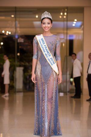 Hoa hậu Pháp chọn váy xuyên thấu đọ dáng cùng dàn Hoa hậu, Á hậu Việt Nam