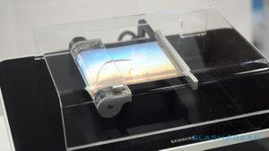 Video màn hình uốn dẻo của Samsung lần đầu thể hiện