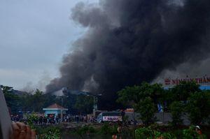 Cháy lớn tại kho hàng Công ty nệm Vạn Thành, 12.000 m2 nhà xưởng bị thiêu rụi