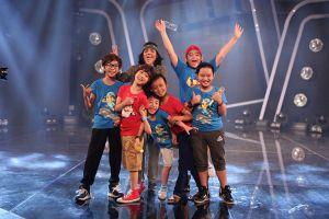 'Vietnam Idol Kids': 'Cậu bé hát đám cưới' đi chân đất tập luyện liveshow 2