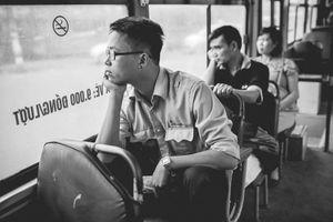 Chàng phụ xe buýt ở Hà Nội hút hồn hành khách nữ