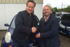 Thủ tướng Anh tặng vợ xe Nissan đời cũ giá 50 triệu