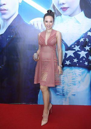 Chán làm 'gái ngoan', Angela Phương Trinh mặc váy xuyên thấu táo bạo