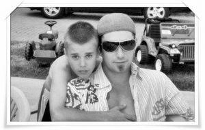 Cuộc sống xa xỉ và bê bối của cha Justin Bieber