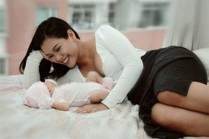 Phương Vy Idol lần đầu khoe cận mặt con gái lai sau một tháng sinh nở