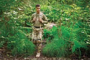 """Quân đội Mỹ ra mắt công nghệ mới giúp """"đi bộ ra pin"""", 1 tiếng sạc 4 smartphone"""