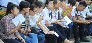Hà Hồ: Sự cô đơn vây quanh hiện tại