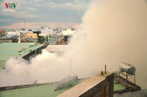 Chùm ảnh: Xưởng gỗ 1.000m2 cháy ngùn ngụt rồi đổ sập
