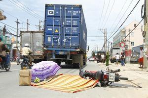 Tin tai nạn giao thông ngày 26/6: Bị container kéo lê, cán tử vong