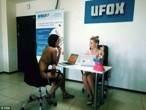 Sốc nhân viên nam nữ rủ nhau khỏa thân làm việc ở Belarus