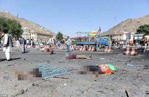 Hình ảnh khủng khiếp từ vụ đánh bom chết chóc ở Afghanistan