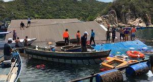 Ninh Thuận: Nhà hàng nổi sập xuống biển, 2 người tử vong