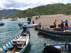 Sập nhà hàng nổi ở Ninh Thuận, nhiều du khách rơi xuống biển