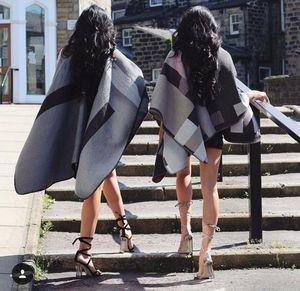 Cặp chị em sinh đôi sang chảnh, nóng bỏng nhất thế giới