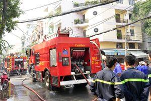 Cháy nổ lớn trong hẻm, hàng trăm người dân tháo chạy