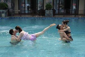 Những tư thế bá đạo trong cuộc thi hôn dưới nước