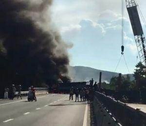 Thừa Thiên – Huế: 2 xe tải 'va nhau' rồi bốc cháy, QL 1A 'kẹt cứng' nhiều giờ
