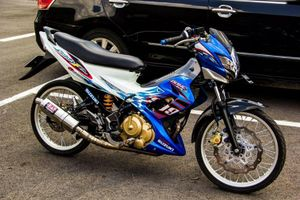 """""""Xế nổ"""" Suzuki Raider F150 độ đồ chơi hàng hiệu tại Sài Gòn"""
