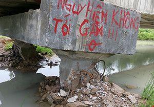 Lùi thời gian công bố chất lượng cầu bê tông tiền tỉ bị mưa xô ngã