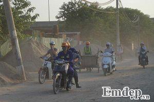 Dân Thủ đô không dám mở cửa nhà vì đường bụi mù mịt