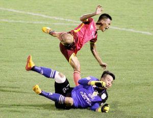 Triệt hạ Duy Long, thủ môn Trần Bửu Ngọc bị treo giò 4 trận