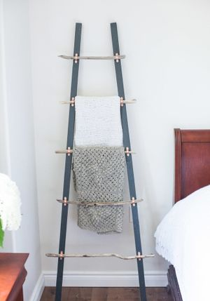 Tự đóng thang treo đồ 'nghệ' như hình chụp trên tạp chí
