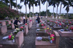 Nghĩa trang bừng sáng đêm tri ân các anh hùng liệt sĩ