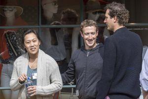Tại sao Mark Zuckerberg luôn chỉ mặc một chiếc áo phông?