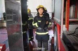 Chàng lính cứu hỏa ăn sạch cả chậu mì tôm gây sốt