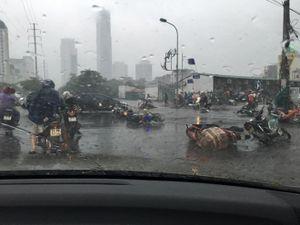 Bão số 1 đổ bộ đất liền: Hà Nội cây cối đổ đầy đường, Bắc bộ mưa to gió lớn