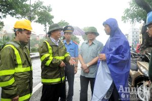 Lãnh đạo thành phố Hà Nội kiểm tra công tác khắc phục hậu quả mưa bão
