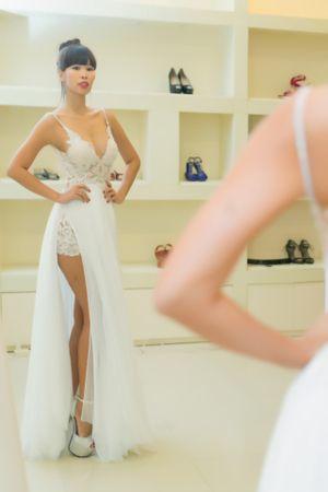 Ngắm chiếc váy cưới sexy của siêu mẫu Hà Anh