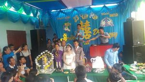 Đám cưới hạnh phúc viên mãn của 'chú lùn và 'nàng Bạch Tuyết'