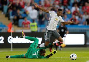 Được Ibrahimovic vỗ tay tán thưởng, Rashford đáp lễ đàn anh