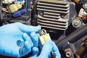 Các bước đơn giản để bảo dưỡng hệ thống điện xe môtô