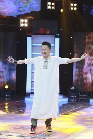 """Rời X-Factor, Tùng Dương """"đá xoáy"""" Bằng Kiều trên sóng truyền hình"""