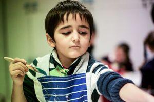Cuộc sống đầy bom đạn và máu trong mắt trẻ thơ Syria