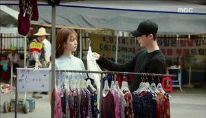'W': Han Hyo Joo sửng sốt khi Lee Jong Suk có trong tay quyển W số 34