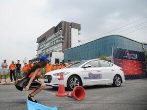 Hyundai Elantra đi 100 km hết có 4,6 lít nhiên liệu