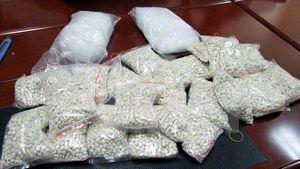 Sơn La bắt vụ vận chuyển trái phép 1.800 viên ma túy tổng hợp