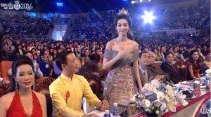 TRỰC TIẾP Chung kết HHVN 2016: Top 30 duyên dáng trong tà áo dài