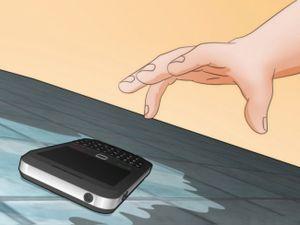 Mẹo 'cấp cứu' cho điện thoại khi chẳng may bị vào nước