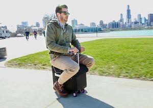 Clip: Chiếc vali có thể lái như xe đạp điện, tốc độ 12,8 km/h