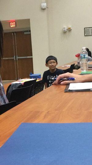 Cậu bé 11 tuổi khiến bạn bè học cùng Đại học cảm thấy xấu hổ vì 1 câu nói