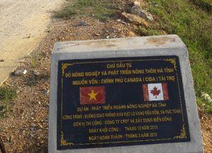 Hà Tĩnh: Sở NN&PTNT quản lí thế nào mà đường vốn nước ngoài vừa xong đã hỏng nặng?