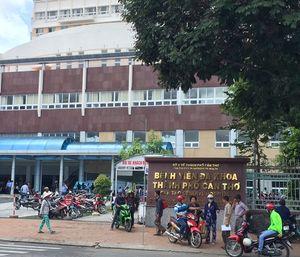 Bệnh nhân HIV cầm kéo rượt bác sĩ, náo loạn phòng cấp cứu